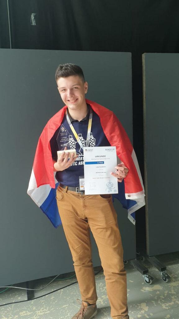 Luka na RoboCup Junior Austria Open natjecanju 2019. u Innsbrucku gdje je osvojio nagradu za 3. mjesto u kategoriji Soccer Lightweight